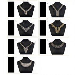 Application encolure V perles et cristaux